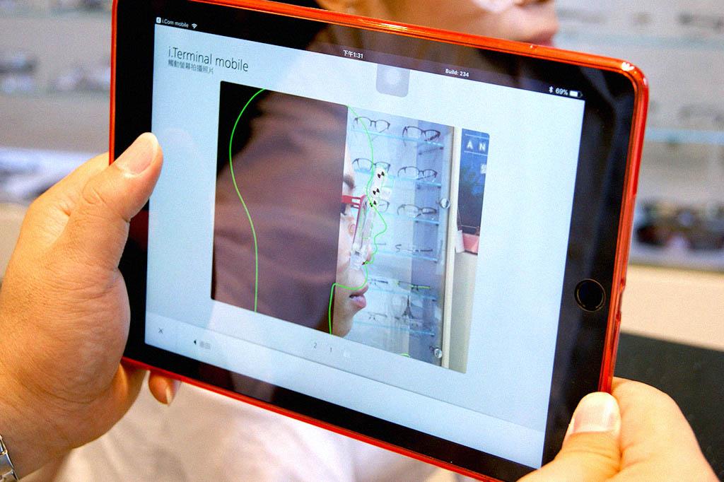 蔡司行動定位儀 i.Com mobile 亦可以完全透過 iPad 的操作來完成整個測量過程