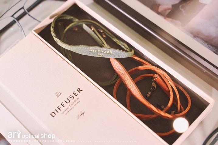 DIFFUSER-SG1063-鞣製皮革手環造型眼鏡鍊