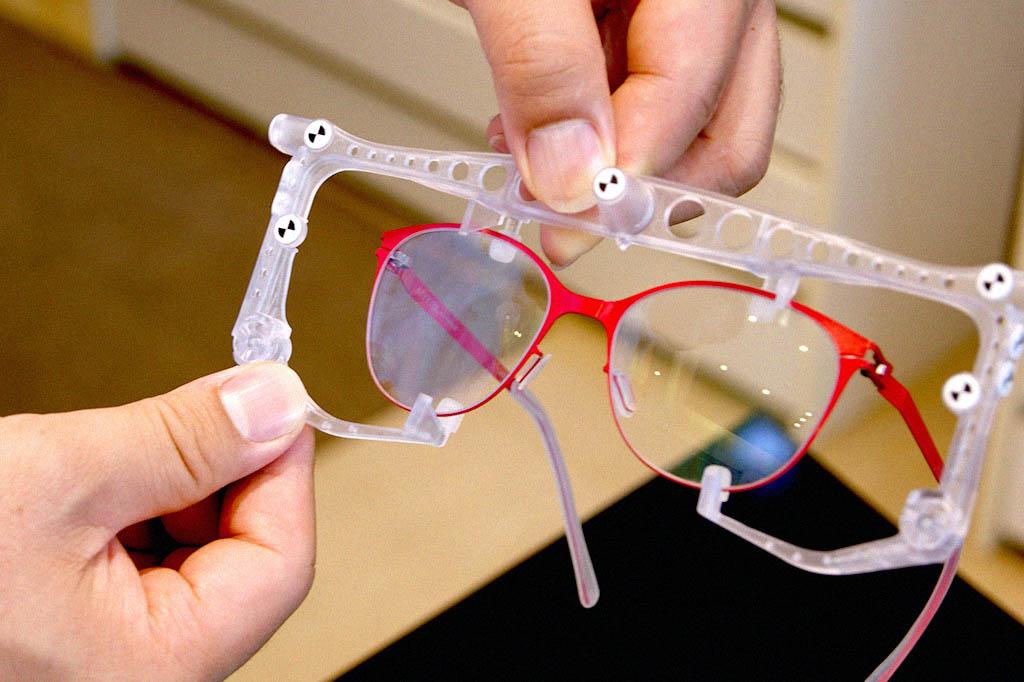 蔡司的瞳孔定位儀的測量過程只要幾個非常簡單又輕鬆的步驟